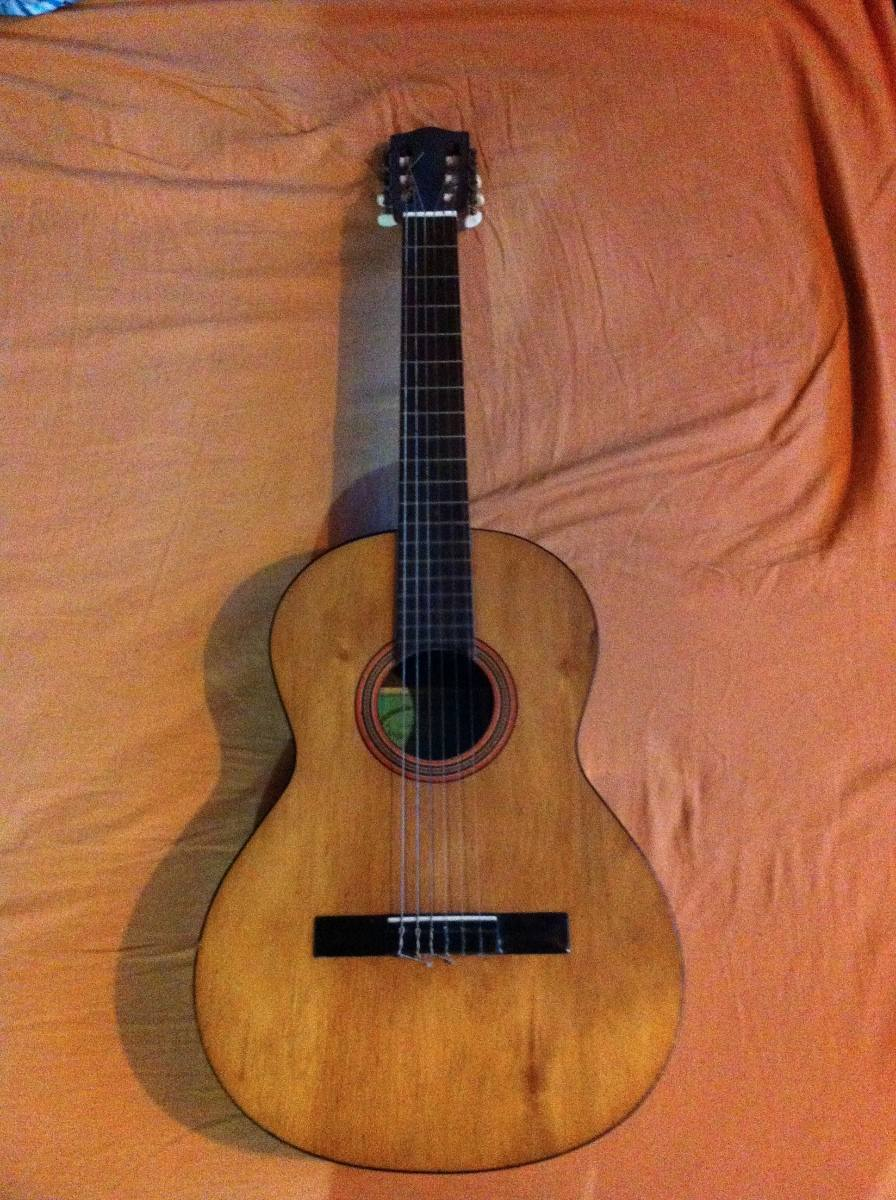 linda-guitarra-antigua-casa-nunez-modelo